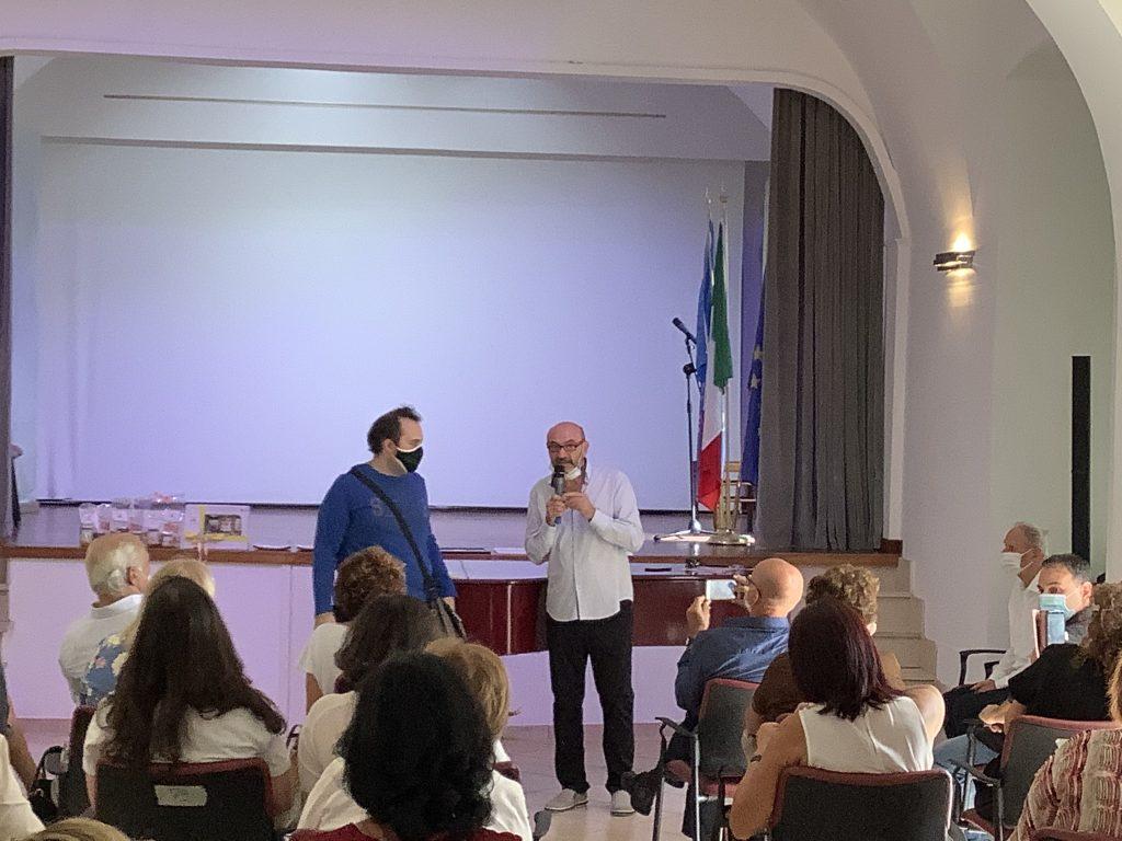 Festa del Libro .Samuele Perugino durante la premiazione